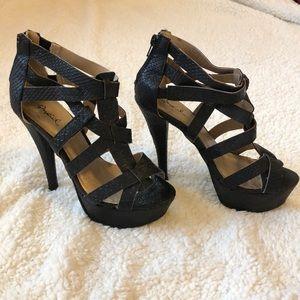 {Qupid} Strappy black heels NWOT